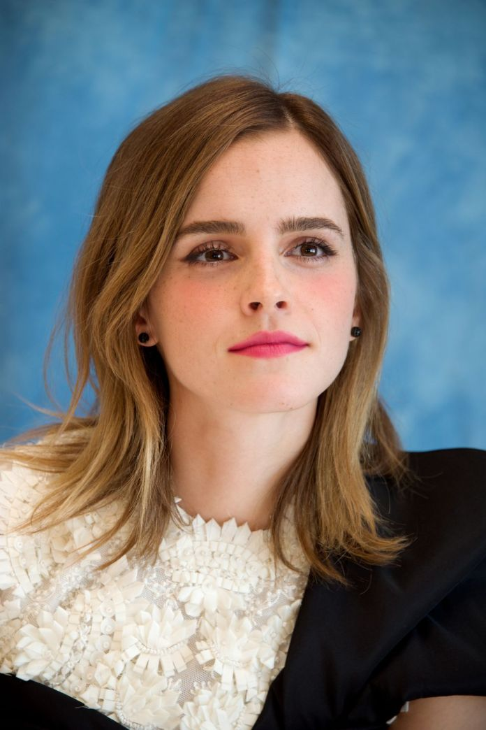 Emma-Watsons-Beachy-Highlights 14 Fabulous Medium Length Hairstyles of Celebrities you might want to copy