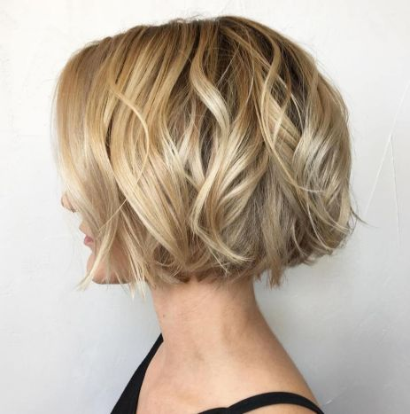 Jaw-Length-Wavy-Blonde-Bob 15 flattering short hairstyles for thin hair