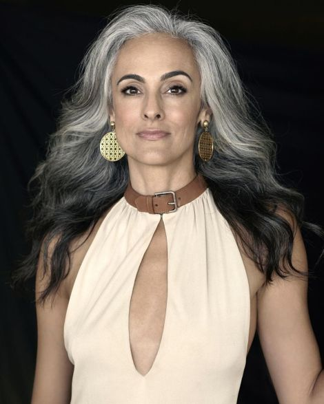 Long-Gray-Hairstyle-with-Reverse-Ombre 14 Stylish Gray Hair Styles for older women