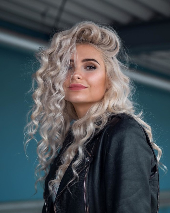 Pretty-Curly-Long-Hairstyle Trendy and Stunning Long Hairstyles 2020