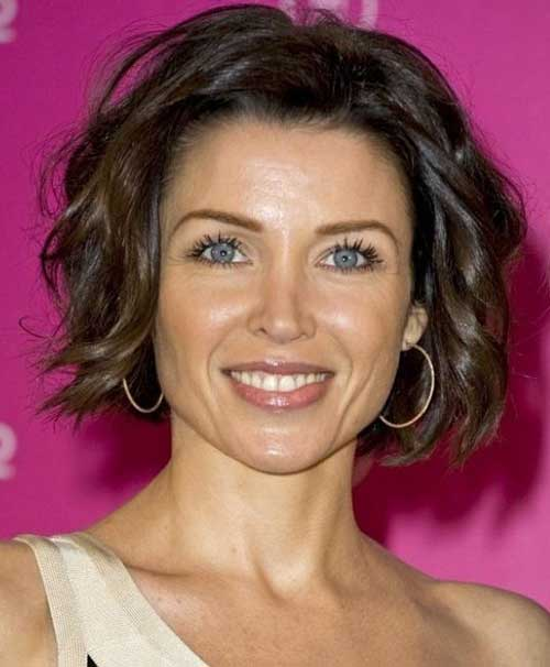 Short-Wavy-Bob Trendy Short Haircuts for Women Over 40