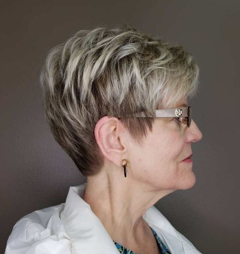 Sophisticated-Pixie-Cut-with-Blonde-Highlights 12 best pixie hairstyles for women over 50