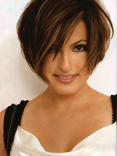 Straight-Hair Trendy Short Haircuts for Women Over 40