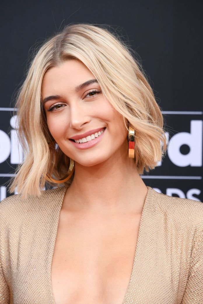 The-Wavy-Lob-Hailey-Baldwin 10 Trendy Blunt Bobs Hairstyles
