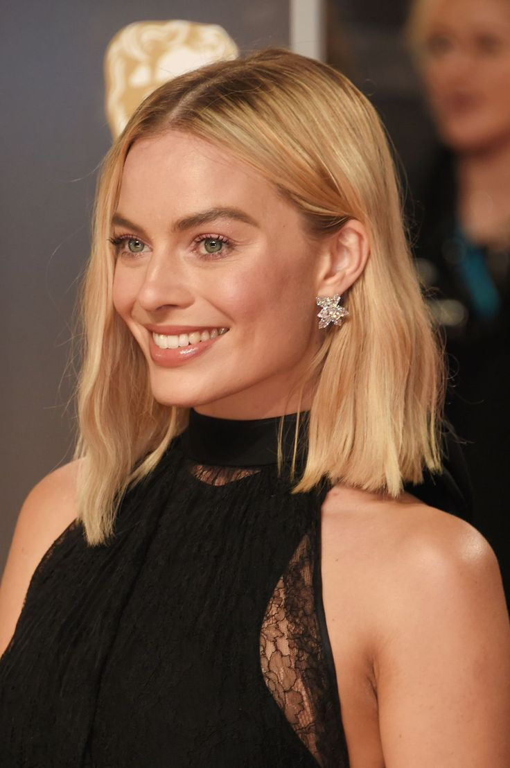 Warm-Blonde-Lob-Cut Most Trendy and Terrific Medium Hairstyles 2020