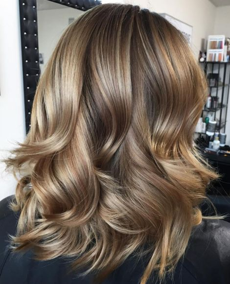 Curled-Golden-Hairstyle Gorgeous haircuts for thick hair of medium length in 2020