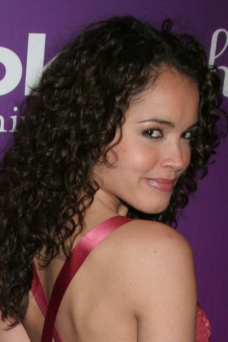 Go-Glam-Go-Curls Cute Medium Length Hairstyles to Glam Up Your Look