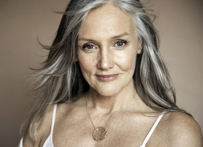 Layered-Straight-Gray-Hair Loveliest Medium Length Hairstyles for Older Women