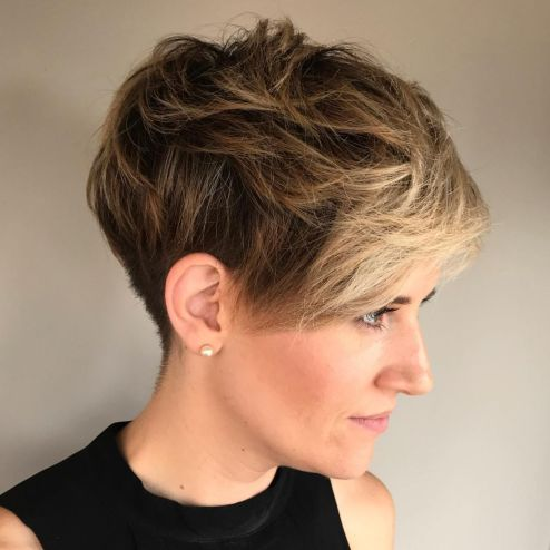 Mussed-Up-Layered-Pixie-with-Highlighted-Bangs 12 Pixie Haircuts for Thick Hair that will inspire your next cut