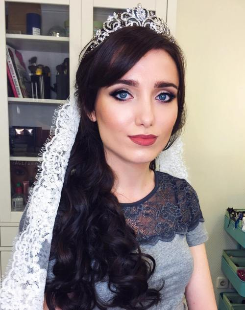 Side-Curls-with-Tiara-and-Lace-Veil 15 Stylish Half Up Half Down Wedding Hairstyles for Brides
