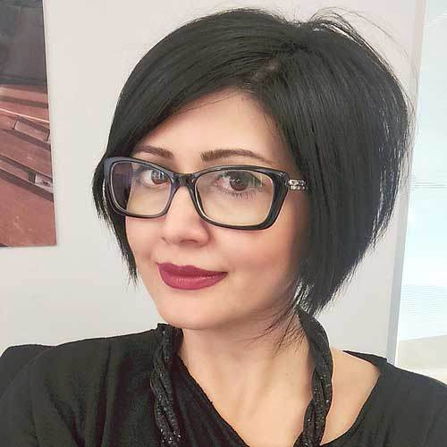 Side-Parted-Black-Bob-–-Chic-Inverted-Bob-Haircut-with-Glasses Hottest inverted Bobs Hairstyles 2020