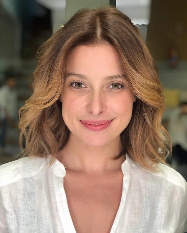 Wavy-Bob-with-Highlights Flattering Wavy Bob Hairstyles for Women