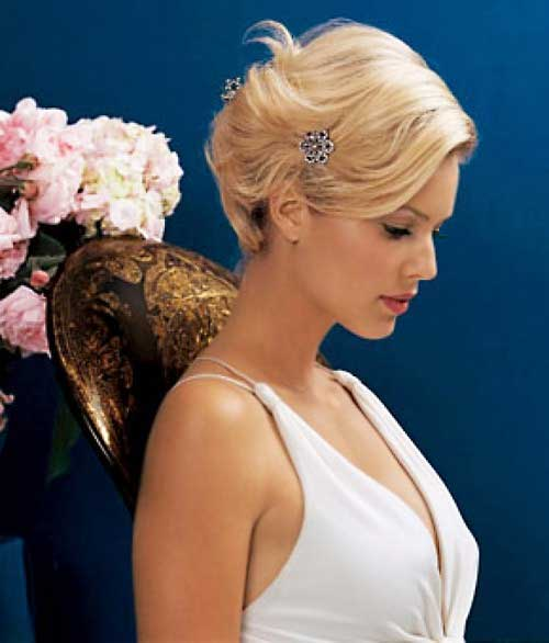 Bob-Wedding-Bridal-Updo-with-Accessory-2020 15 Elegant Wedding Hairstyles for Bob Haircut
