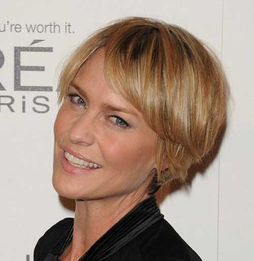 Robin-Wright Most Beloved Short Hair Styles for Older Women