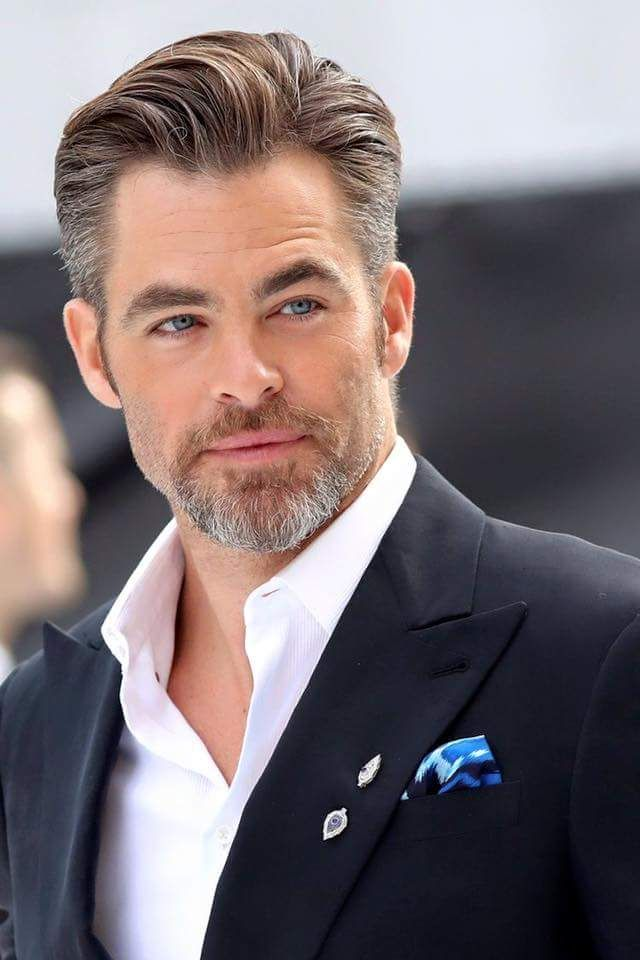 Salt-and-Pepper-Look Modern Hairstyles for Men to Look Awesome