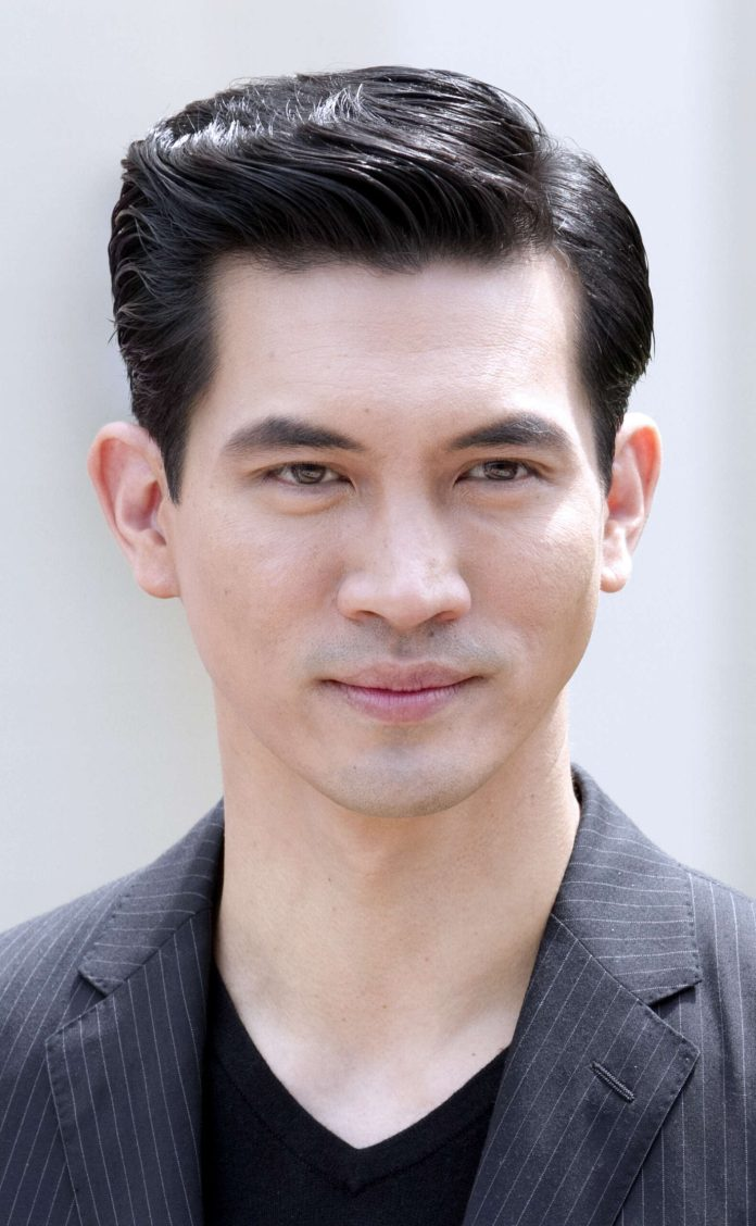 Short-Slicked-Back-Hair Dashing Korean Hairstyles for Men