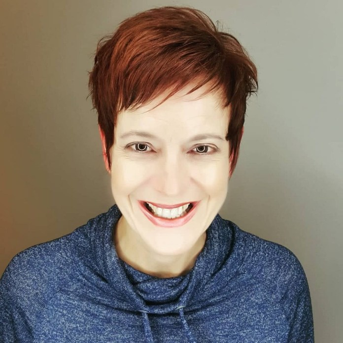 carefree-whimsical-and-sexy 10 youthful and stylish short hairstyles for women over 40