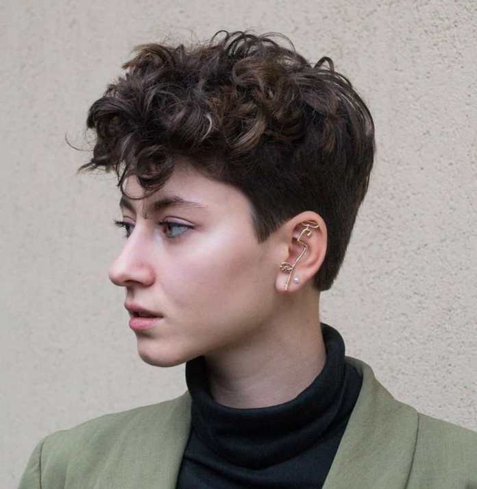 A-short-hairstyle-with-a-curly-bang 10 Best Short Hairstyles With Bangs