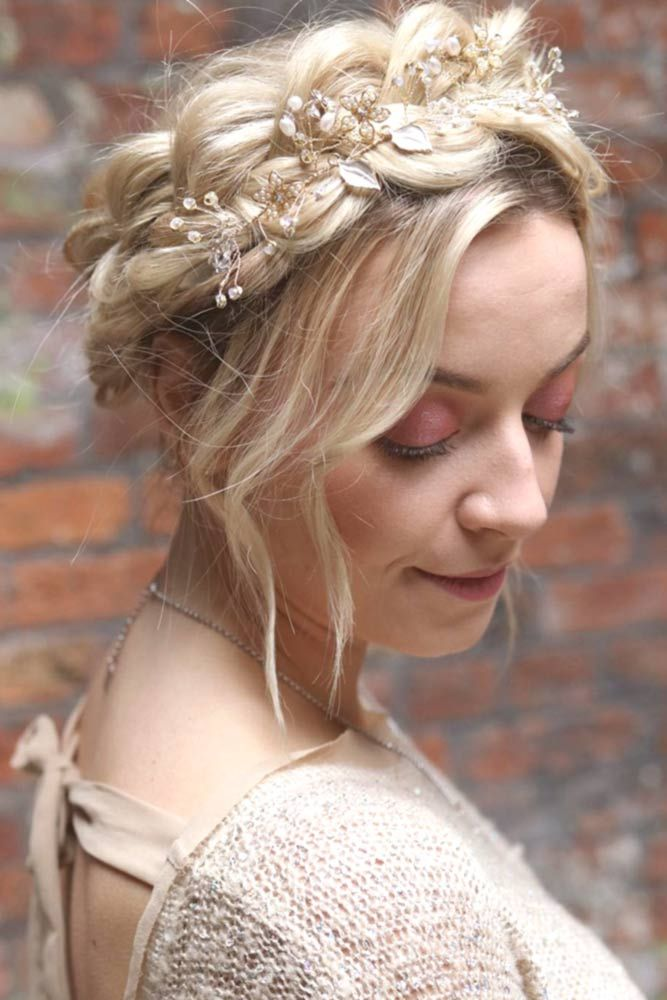Floral-Halo-Braid-Hairstyle 21 Halo Braids to Uplift Your Overall Appearance