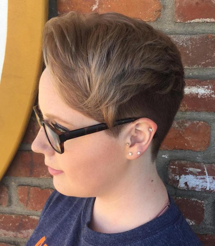 Short-Pixie-with-an-Undercut 25 Stupendous Hairstyles for Round Faces