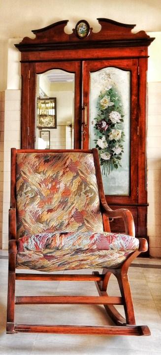 Aaram Khurshi (Resting Chair)