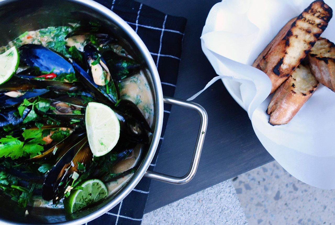 clean eats coconut chilli mussels with crusty bread