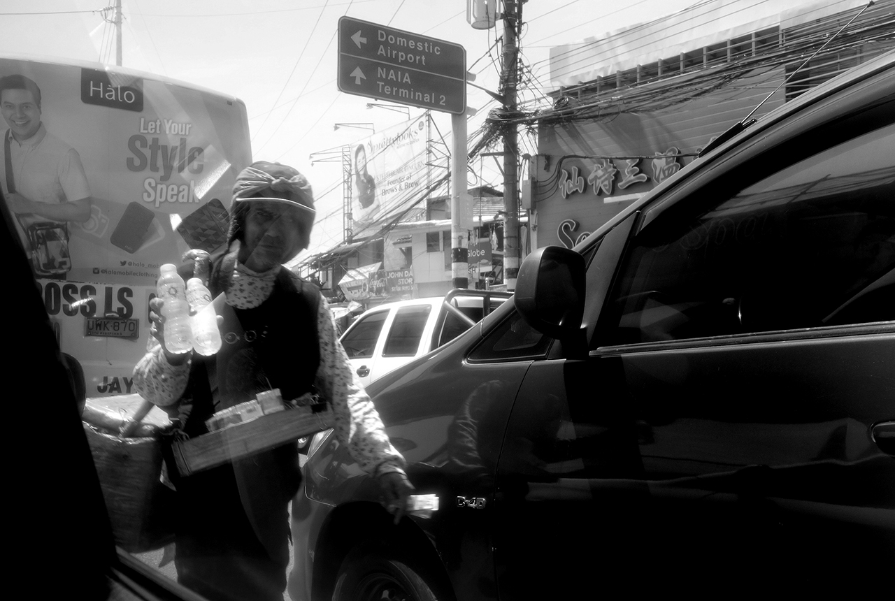 manilla man selling cigarettes side of road
