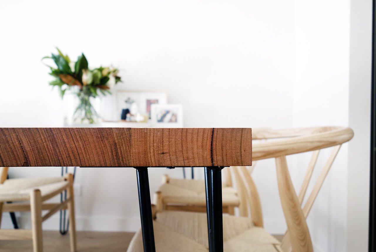 surry-hills-sydney-luxury-apartment-apartment-australian-hairpin-leg-industrial-table-wishbone-chairs-17