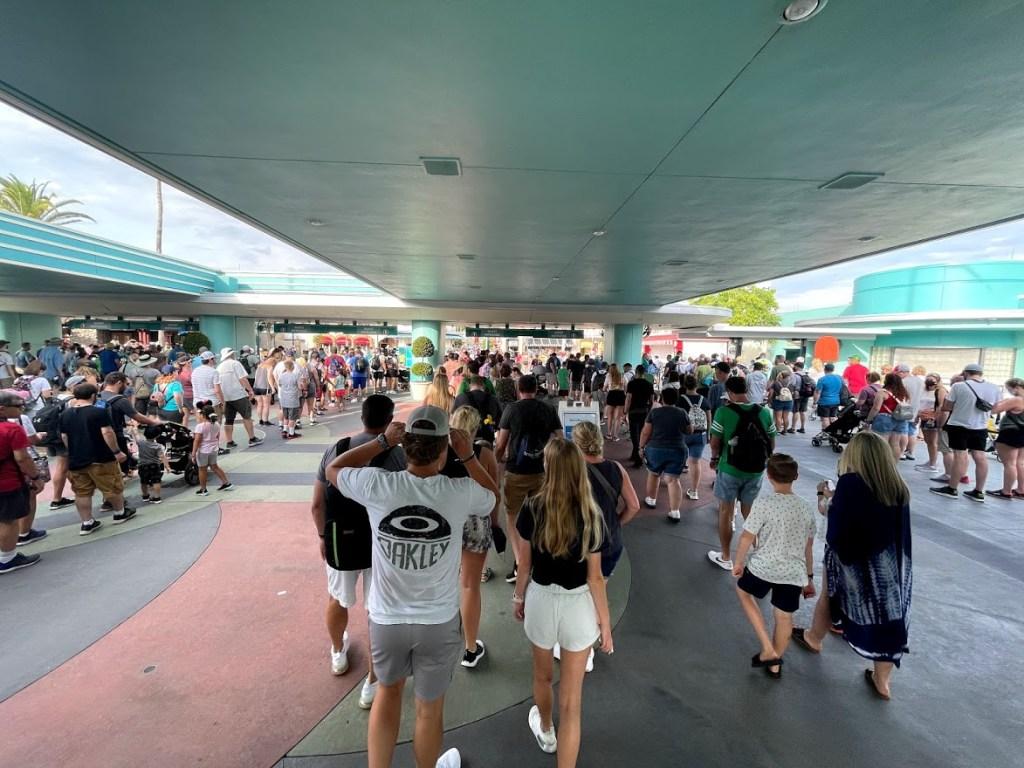 Rope drop crowds at Disney's Hollywood Studios theme park entrance