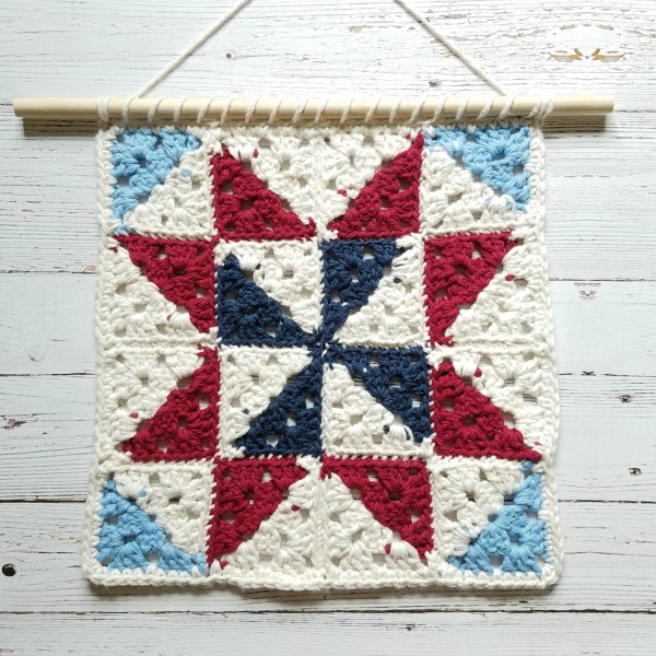 Farmhouse Style Barn Quilt Wall Hanging | Free Crochet Pattern | The Unraveled MItten
