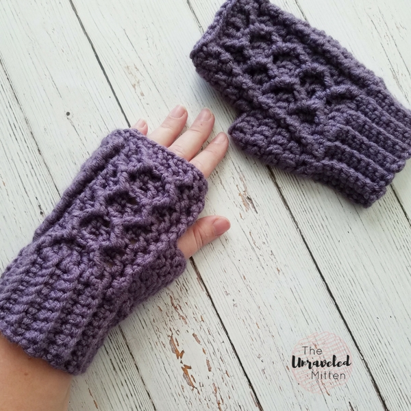 Honeycomb Cabled Gloves | Free Crochet Pattern | The Unraveled Mitten