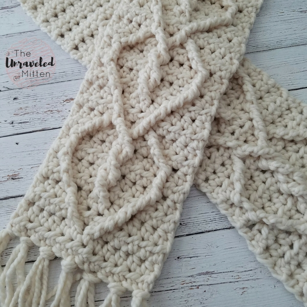 Close Up Hearts Entwined Cable Scarf Crochet