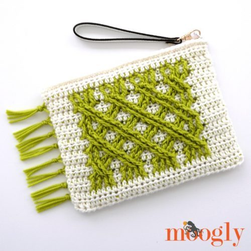 Irish Fling Clutch | Part of a St. Patrick's Day Crochet Pattern Round up on The Unraveled Mitten