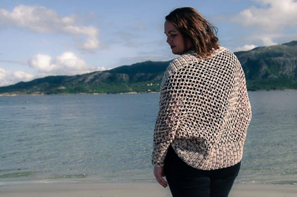 Mollis Wrap Cardigan by Joy of Motion | Free Crochet Pattern | Part of In Stitches #19 on The Unraveled Mitten