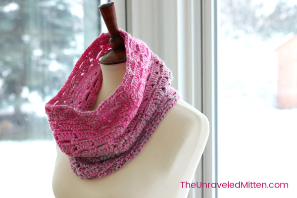 Block Stitch Cowl | Free Crochet Pattern | The Unraveled Mitten | This easy cowl works up fast in self striping yarn. Great for gifts!
