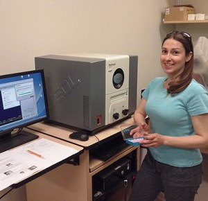 Langley Anderson with a scanning electron microscope