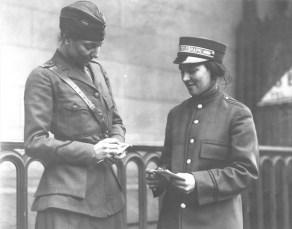 Messenger girls. 165-WW-600-D35