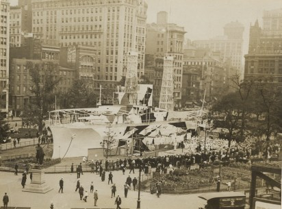 "Women Camouflage Land Battleship ""Recruit"" in Union Square, New York. Local ID: 165-WW-599G-8."