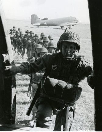 "111-SC-184014 ""Paratroopers of the 82nd Airborne Division entering a plane from which they will leap, during invasion training under direction of 5th Army, commanded by Lt. General Mark W. Clark, Oujd, Fr. Morocco, N. Africa. Also: 505th Infantry."" June 2nd 1943."
