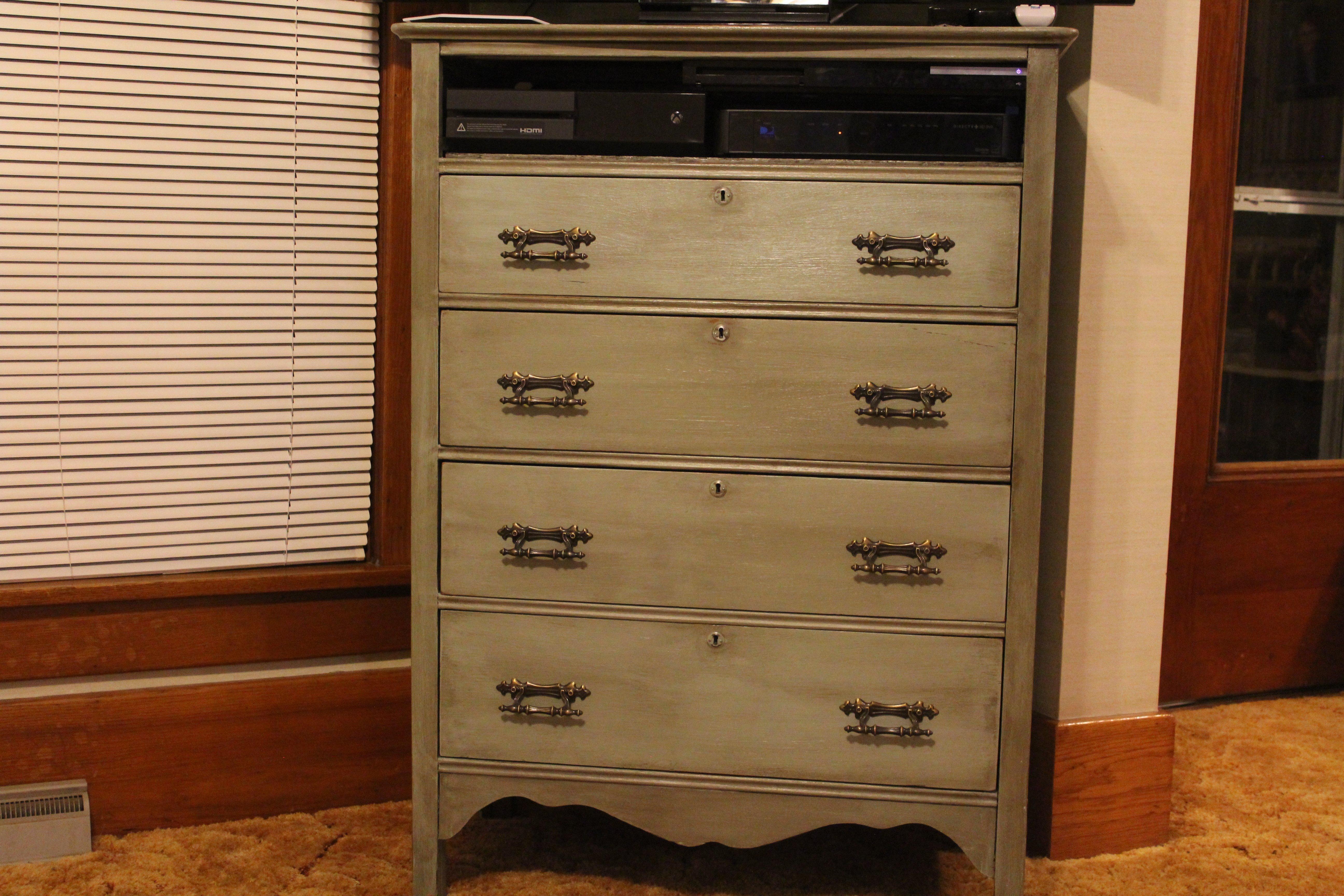 diy antique dresser makeover save money reuse old furniture. Black Bedroom Furniture Sets. Home Design Ideas