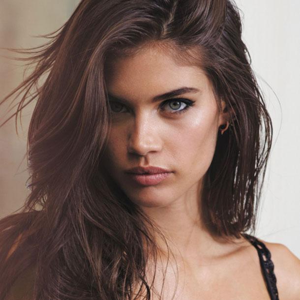 fashion-show-look-of-show-2015-model-sara-sampaio-victorias-secret