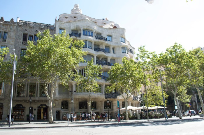 Casa Mila, Art Nouveau, catalan, modernist architecure, Gaudi, Antoni Gaudi, Barcelona, Spain, Passeig de Gracia, avenue, history, travel, Europe
