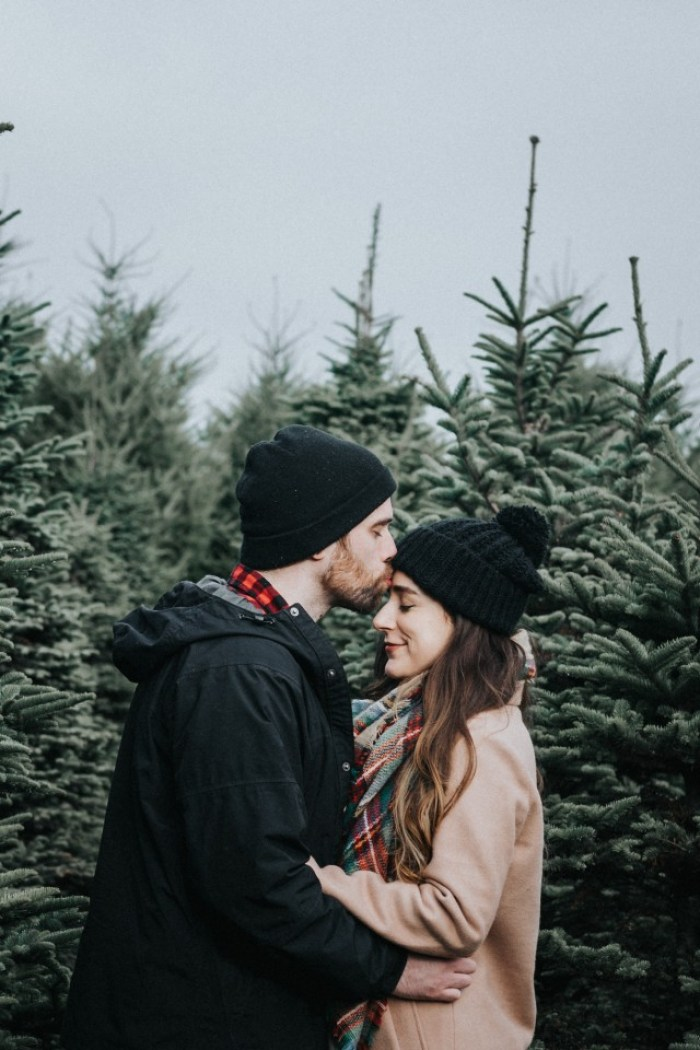 christmas photos, christmas, festive, holiday, couples, photos, couples photos, christmas tree farm, tree farm, photography, traditions