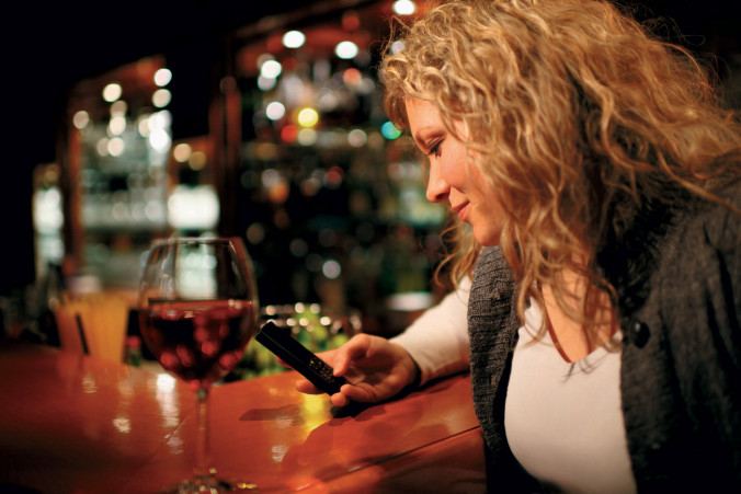 5 Ways To Attract Women At A Bar