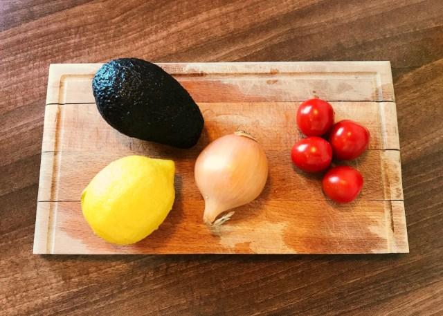 reteta tartar avocado cu rosii si pesto blog theurbandiva