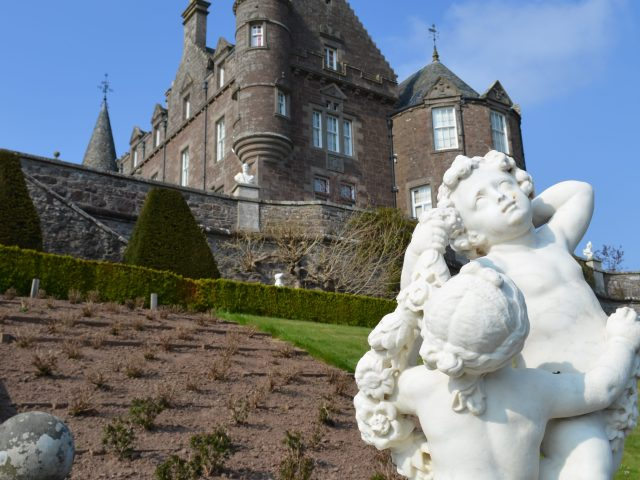 Drummond Castle, Versailles, Outlander, Season 2