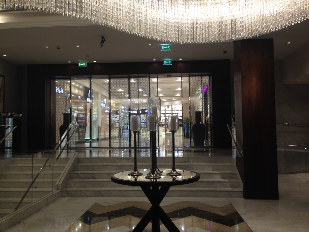 I wish it showed how gorge the mall entrance was with all the marble and glass.