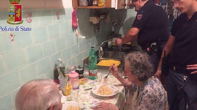 Italian police cook an elderly couple a meal