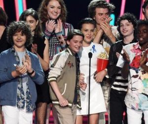 The Stranger Things cast at the 2017 MTV's Movie and TV Awards: L to r, Gaten Matarazzo, Natalia Dyer, Shannon Purser, Noah Schanapp, Millie Bobby Brown, Joe Keery, Finn Wolfhard, and Caleb McLaughlin - Photo credit: Newsweek