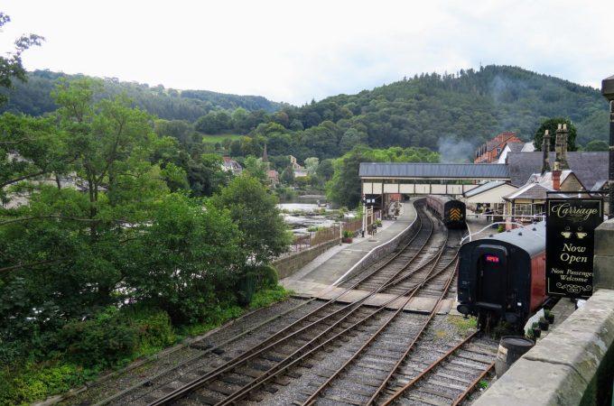 Llangollen Steam Railway & Ruby Wedding Celebrations | Llangollen  North Wales | Llangollen steam railway |  The Urban Wanderer | Sarah Irving | Europe | Outdoor Blogger | Travel Blogger | Manchester Blogger
